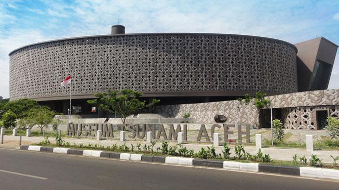 Jalan-jalan ke Museum Tsunami Aceh