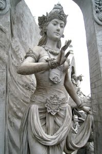 statue_of_goddess_or_queen_at_monas